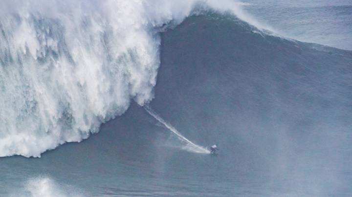 Brazilian Breaks Own Record For Largest Wave Surfed By Woman