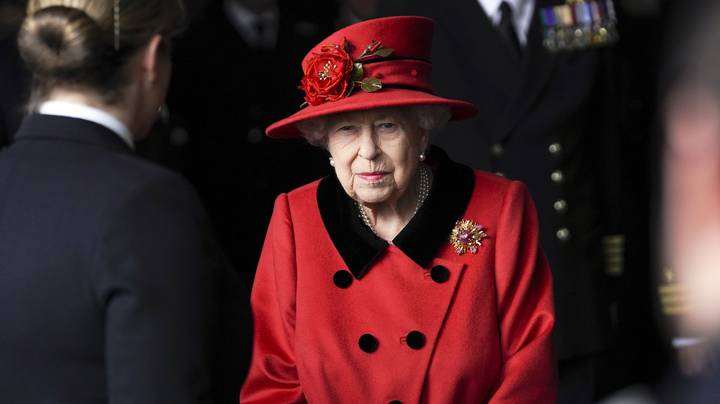 The Queen's Secret Signals She Uses To Communicate With Staff