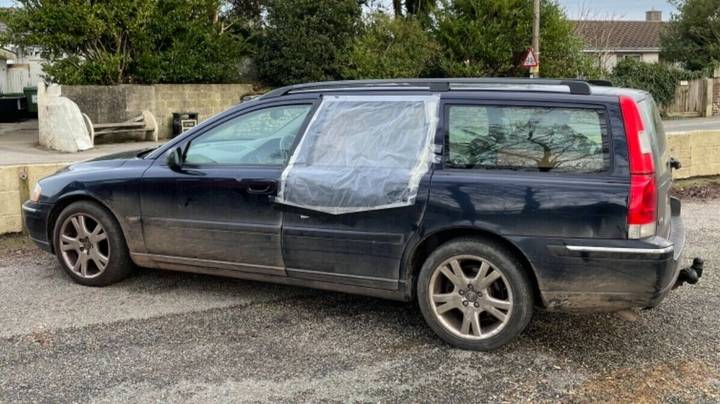 Man Lists Hilariously Honest Advert For 'Piece Of S***' Car