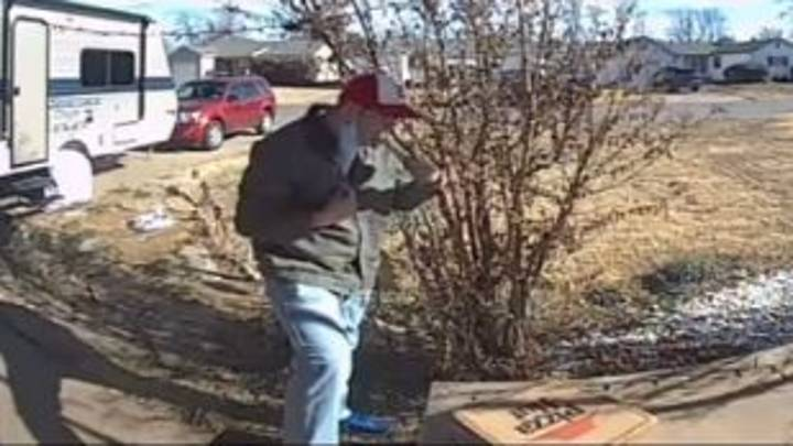Customer Tips Delivery Driver Slice Of Pizza And Sparks Fierce Debate