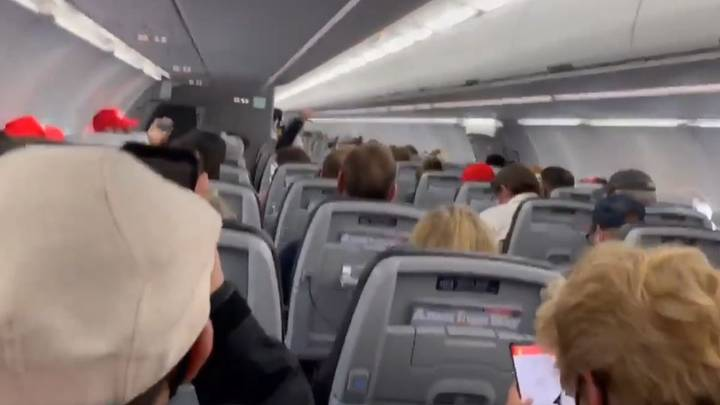 Pilot Threatens To Divert Plane Of Trump Supporters Failing To Wear Masks And Chanting 'USA'