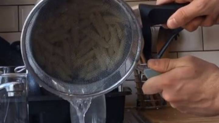 Guy Shows 'Correct' Way To Strain Pasta Claiming We've Been Doing It All Wrong