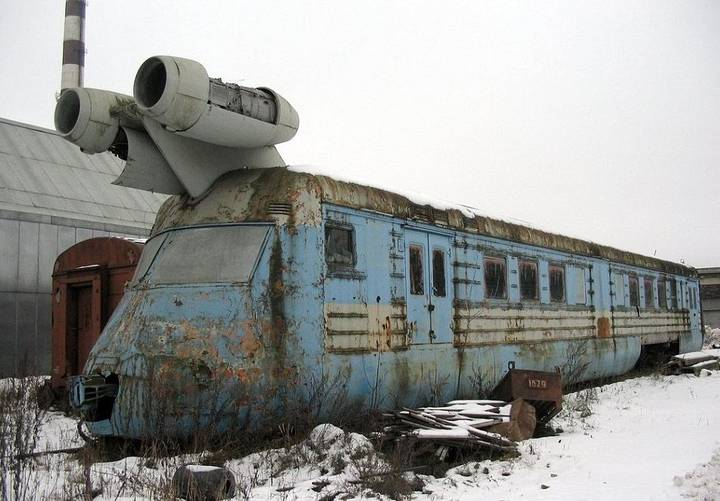 Pictures Show Abandoned Soviet Jet Train Capable Of Reaching 160mph