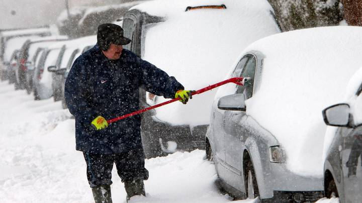 Photos Prove Not Even Relentless Snow Storms Can Stop Brits From Going Out On The P**s