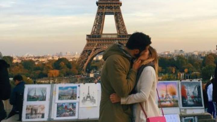 Single Woman Kisses Strangers In Front Of Iconic Monuments