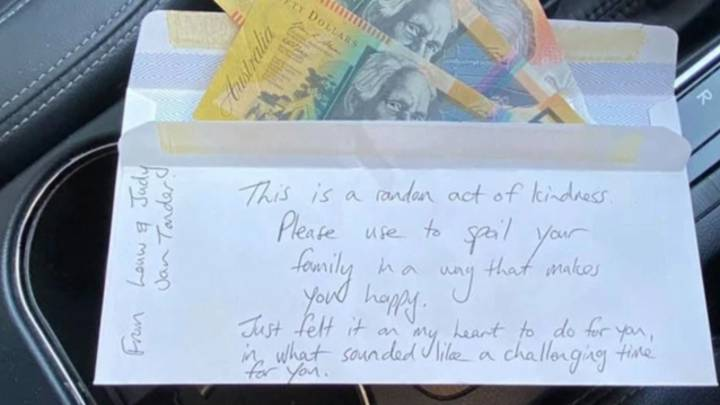 Single Mother Brought To Tears After She Finds Kind Note With Money