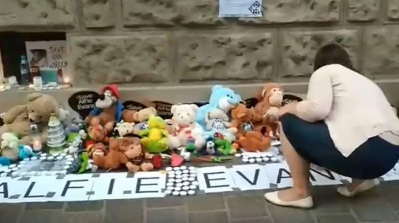 Crowds Gather Around Alfie Evans Vigil In Poland As Toddler's Battle Gains International Support