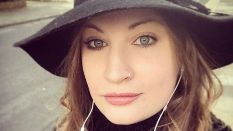 Woman's Tinder Date Called Dad To Pay For Meal After Card Got Declined