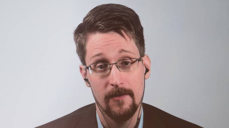 Edward Snowden Tells Joe Rogan He Searched CIA Databases For Information About Aliens