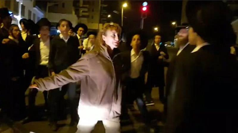 Israeli Soldier Fights Off Crowd Of Ultra-Orthodox Demonstrators