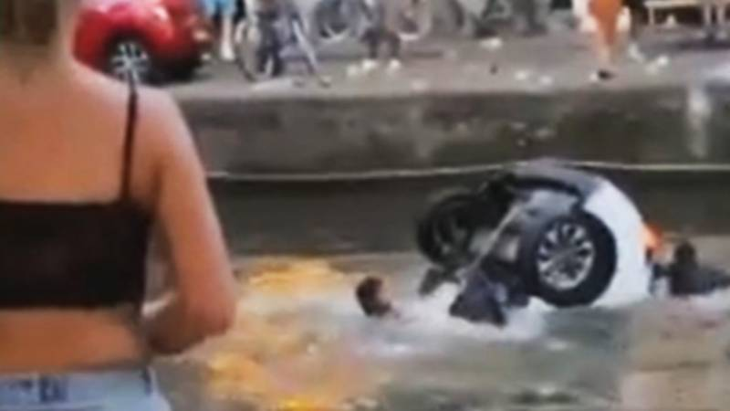 Brits Plunge Car Into Canal In Amsterdam's Red Light District