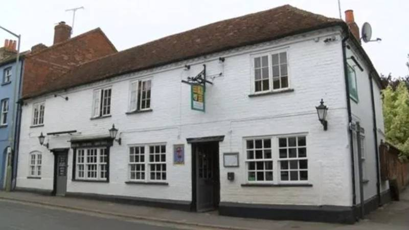 Pub Bans Under 25s After 8pm Saying They're 'Impossible To Control'