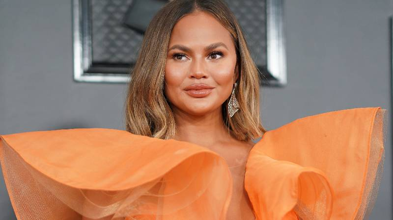 Chrissy Teigen Calls Out Presenter For Looking At Photo Of Her Boobs