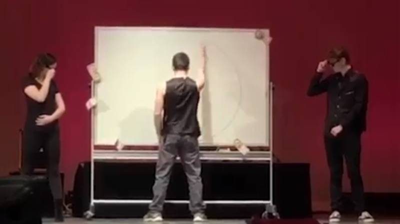 Teen Wows School Talent Show Audience By Drawing Perfect Circle On First Attempt