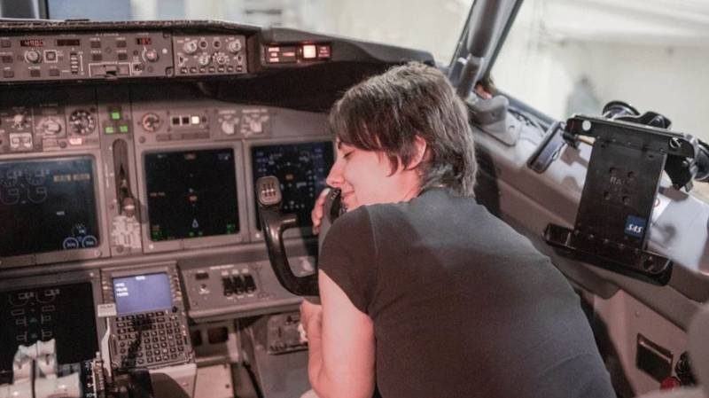 Woman Announces She Will Marry Plane She Met Six Years Ago