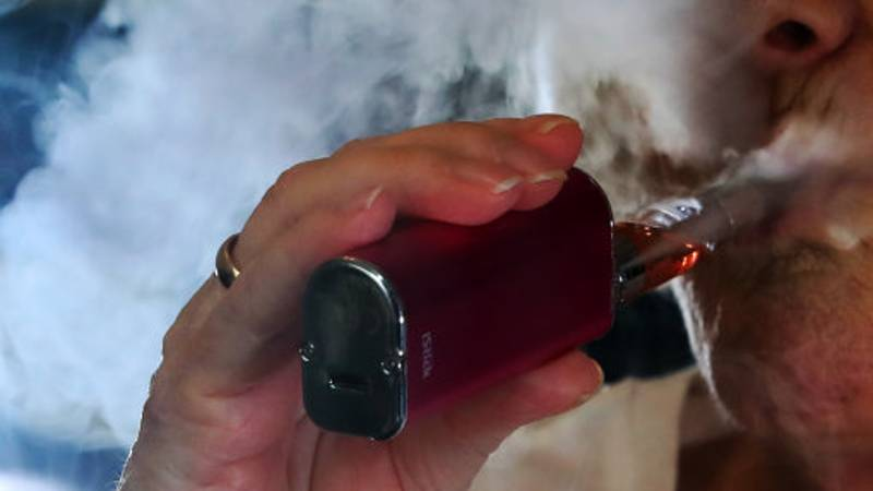 People Who Vape While Driving In The UK Could Lose Their Licence