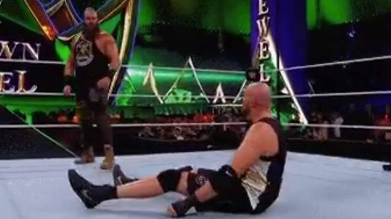 Tyson Fury Pays Homage To The Undertaker With Classic Sit-Up Move