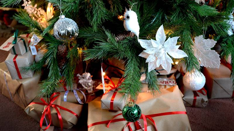 UK Christmas Covid Plans Could See Three Households Allowed To Mix Over Five Days