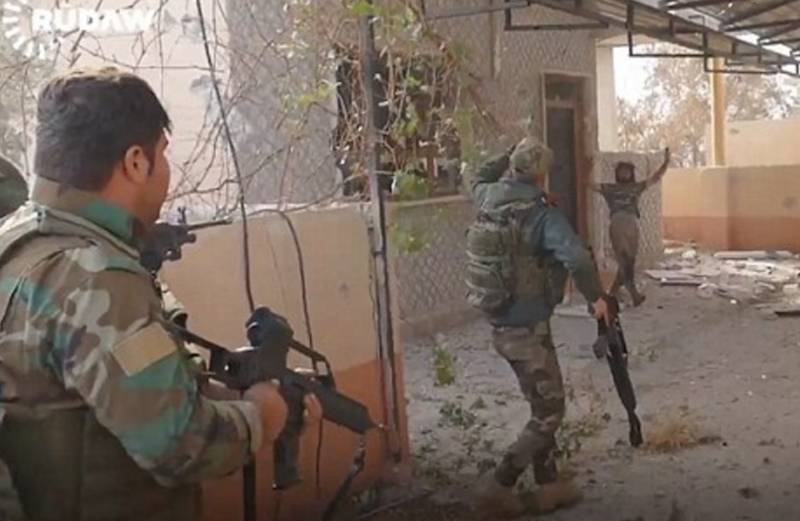 Watch As An ISIS Fighter Surrenders To Kurdish Forces In Mosul