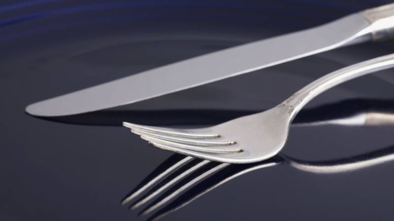 Mum Sparks Cutlery Debate After Admitting She Holds Knife In Left Hand