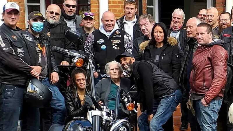 Terminally-Ill Gran Fulfils Dying Wish To Ride Harley Davidson Thanks To Biker Group