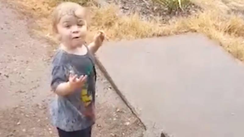 Aussie Toddler Shocked And Happy To See Rain For The First Time