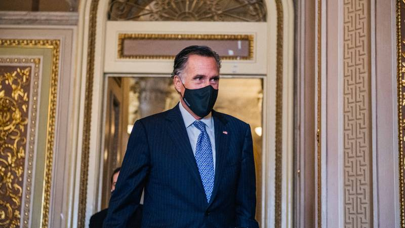 Cop Tells US Senator Mitt Romney To Flee From Capitol Hill Rioters