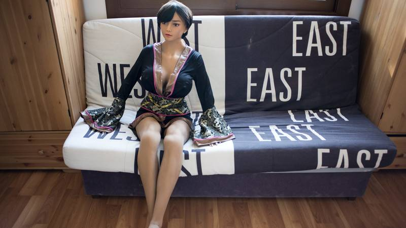 Expert Says That Sex Robot Manufacturers Should Advertise To The Elderly