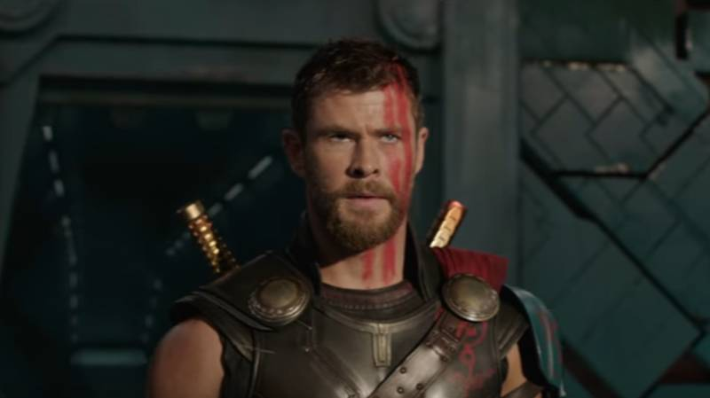 Chris Hemsworth Fights The Hulk Gladiator Style In New Thor Movie