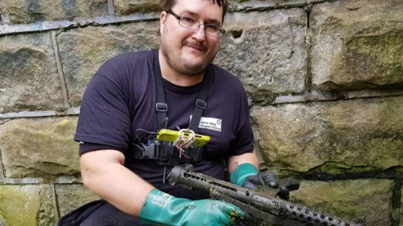 Magnet Fisherman Finds Two Submachine Guns And Revolver In UK Canal