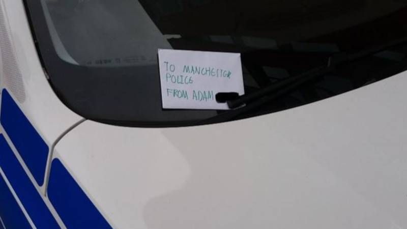 Young Boy Leaves Note Thanking Officers On Police Car In Manchester