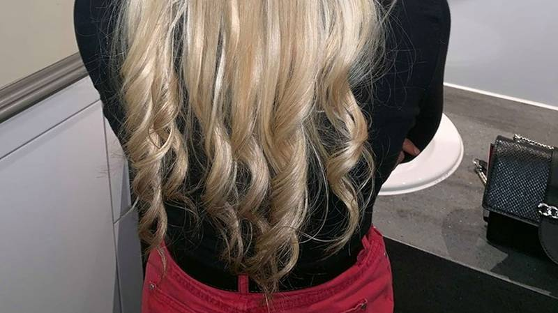 Mum Comes Up With Creative Way To Curl Her Hair Using Radiator