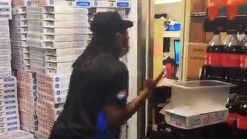 ​Domino's Delivery Driver Has Meltdown After Not Being Tipped