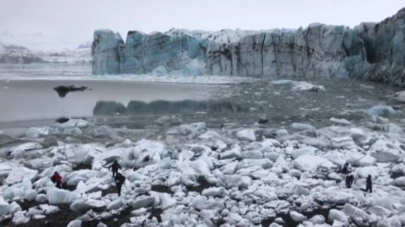 Huge Wave Almost Wipes Out Tourists After Glacier Breaks Off Into The Water