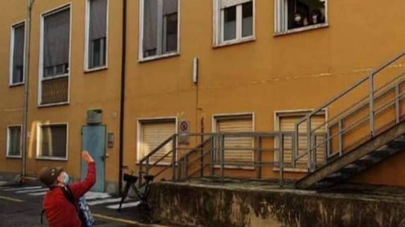 81-Year-Old Man Plays Accordion To Wife Outside Her Hospital Room In Italy