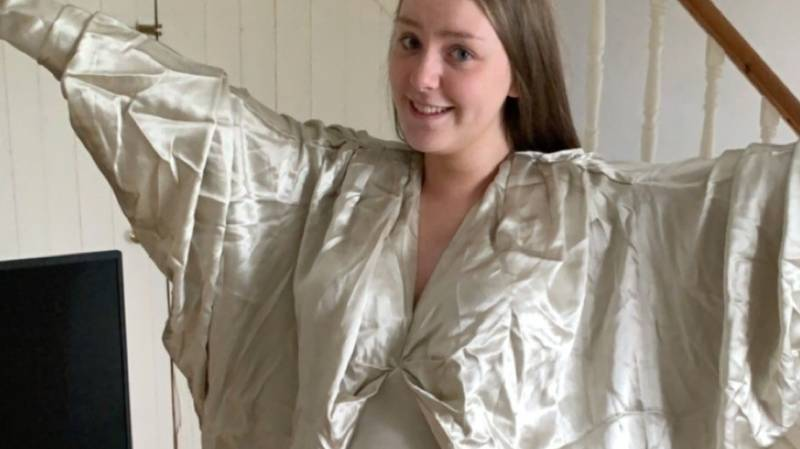 Woman Left 'Looking Like One Of Jesus' Disciples' In Over-Sized Dress