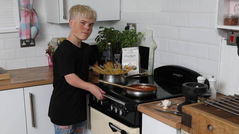 ​Teenager With Dwarfism Banned From College Kitchen As Height Poses 'Safety Risk'