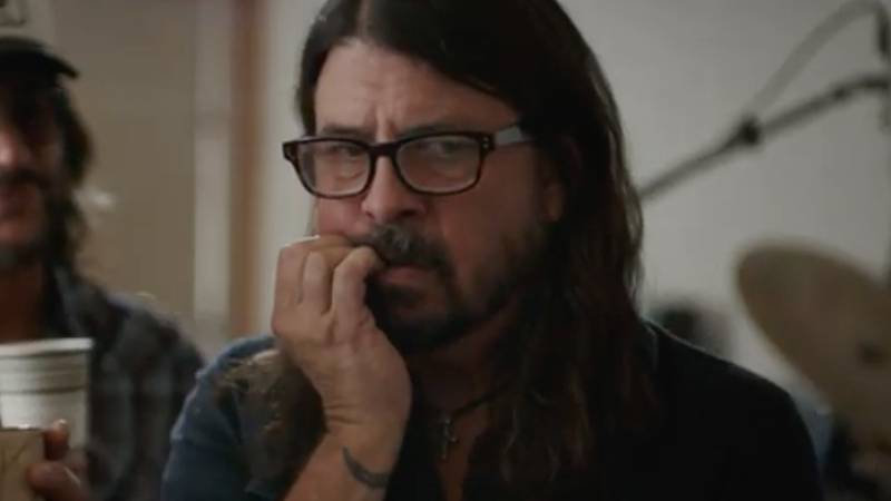 Foo Fighters Frontman Dave Grohl Fights Coffee Addiction In Parody Ad For 'FreshPotix'