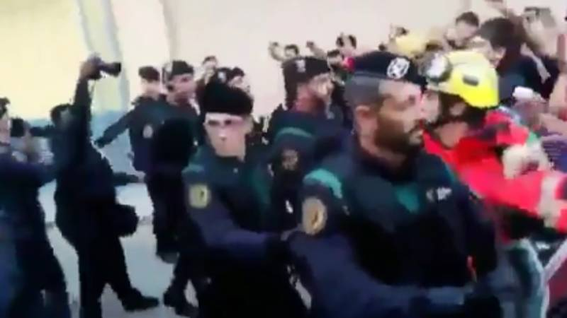 Firefighters Form Human Barrier To Protect Voters From Police In Catalonia Independence Referendum