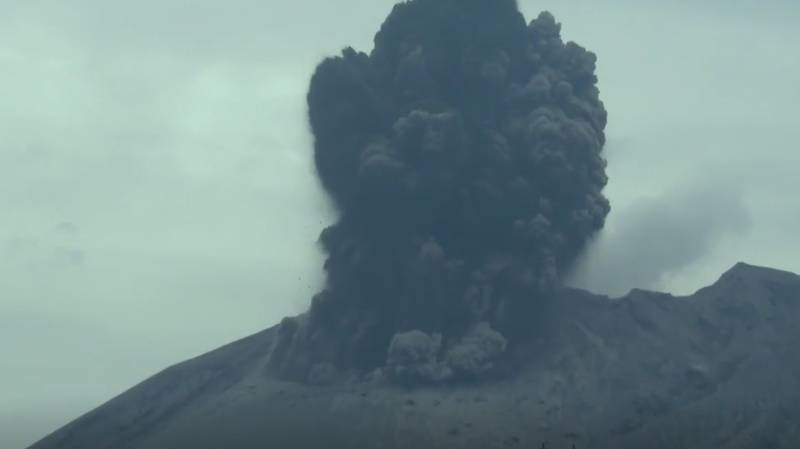 Man Captures Epic Footage Of Volcano Erupting And The Aftermath