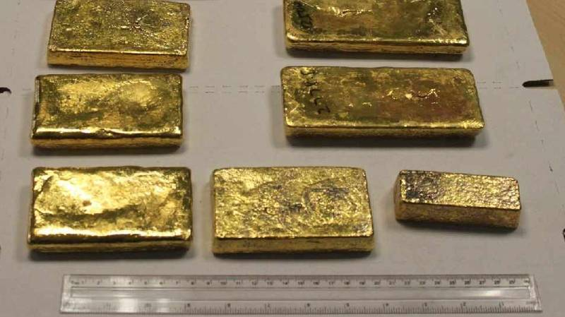 Gold Bars Worth £750,000 Found In Lunchbox In Passenger's Hand Luggage