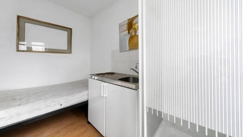 London Apartment On Sale For £200,000 Has Kitchen Hob Next To Shower