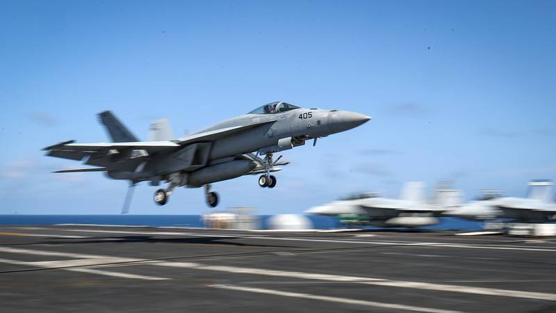 U.S. Navy Pilot Claims He Saw UFOs 'Every Day'