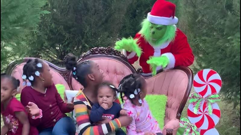 Parents Terrify Kids With Hilarious Grinch Photoshoot Prank