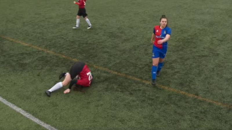 Scottish Footballer Dislocates Her Knee During Match But Plays On