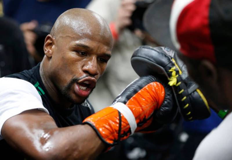 Floyd Mayweather Left A Huge Tip For His Drivers While He Was In England