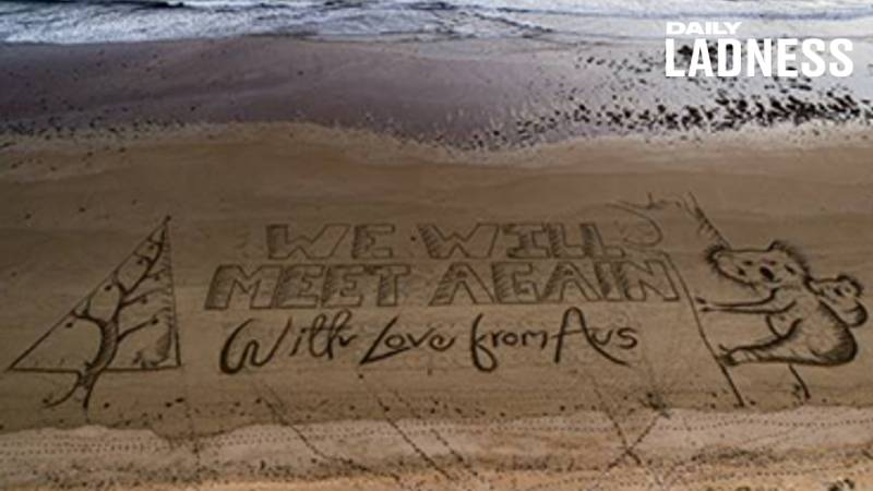 Giant Christmas Card Message Appears On Australian Beach