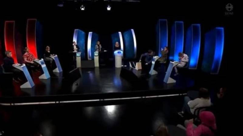 Gameshow Contestant Throws Glass And Knocks Podium Over After Losing