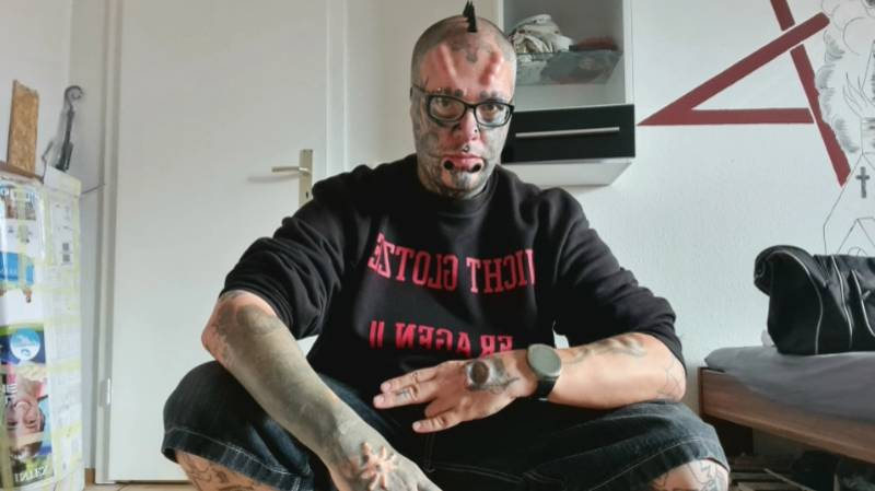 Man Spends £6k On Body Modifications Including Having His Ears Removed