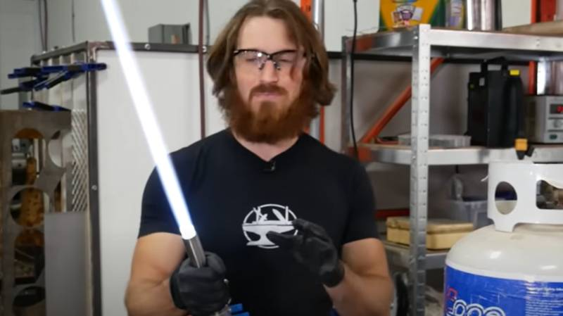 YouTuber Makes 'World's First Retractable Plasma-Based Lightsaber'